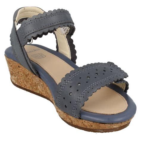 Jr Wedges Import 3 infant junior clarks wedge heel summer sandals harpy myth ebay