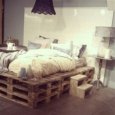 how to make a bed out of pallets 25 best ideas about pallet platform bed on pinterest