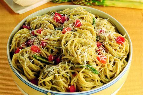 come cucinare gli asparagi con la pasta ricetta spaghetti con salsa agli asparagi la cucina italiana
