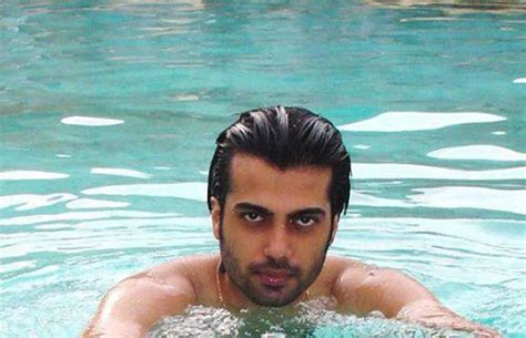 N Telly a slideshow tv actors in swimming pool page 2