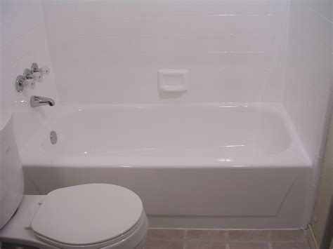 Reglazing A Bathtub by Honolulu Bathtub Refinishing Oahutub