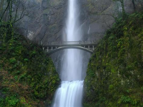 famous waterfalls the top 10 best us waterfalls globe traveling