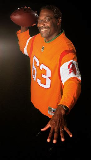 collected wisdom roy selmon former buccaneer great roy selmon passes at age 56 ta