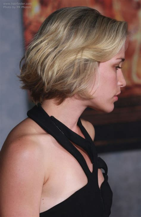 cutting a beveled bob hair style piper perabo with her hair in a chin length bob with a