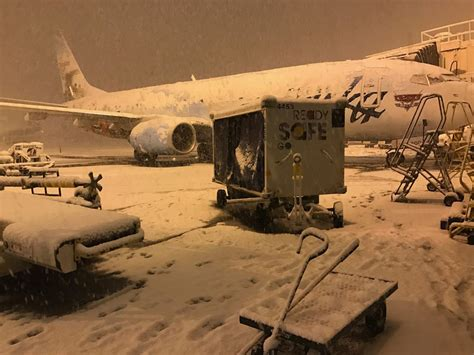 alaska airlines flights resume  seattle snowstorm
