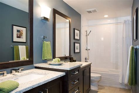 Modern Bathroom Colors You Can Change The Accent Color In This Modern Bathroom By Simply Switching The Towels Decoist