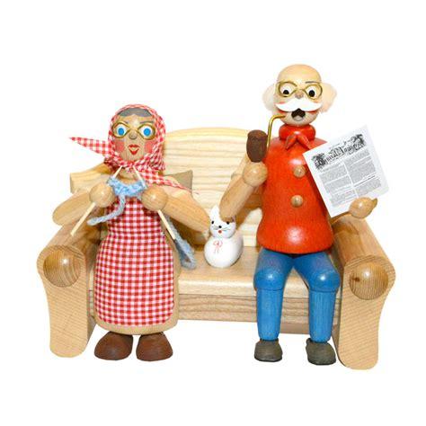 oma und opa saßen auf dem sofa r 228 ucherm 228 nnchen aus dem erzgebirgsladen im levantehaus