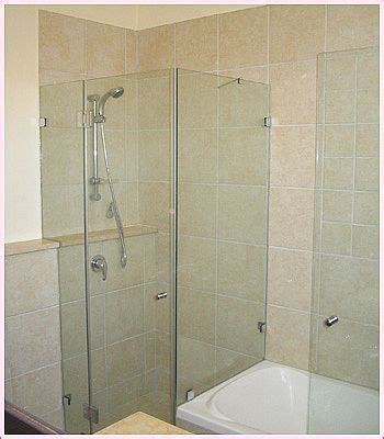 Water Spots On Shower Doors How To Keep Water Spots Glass Bathroom Shower Doors Cleaning Solutions Cleaning Recipes