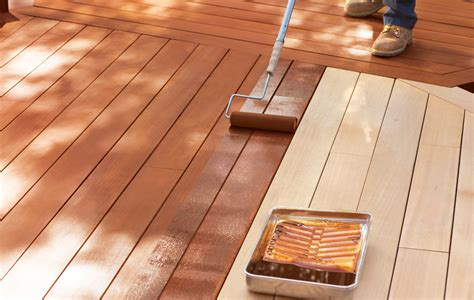 stain  deck   helping staining  deck