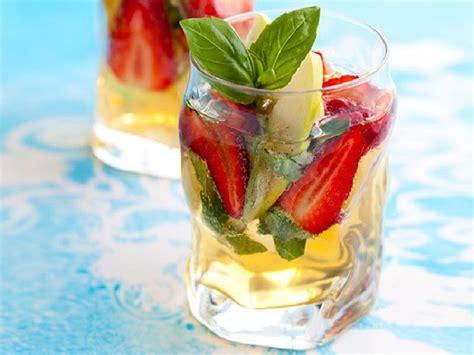 cara membuat infuse water stroberi resep infused water untuk mengecilkan perut buncit tips