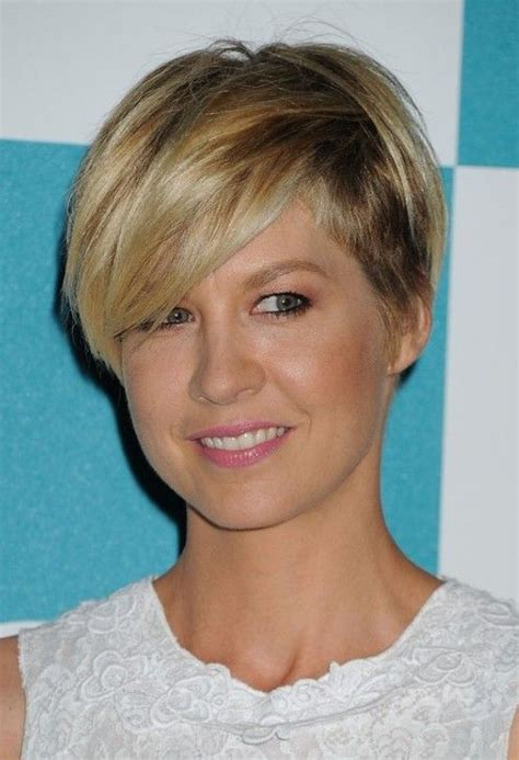 wedge bangs cut jenna elfman wedge haircut with side swept bangs for women