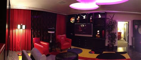 mickey mouse penthouse suite at disneyland thechive disneyland scoop