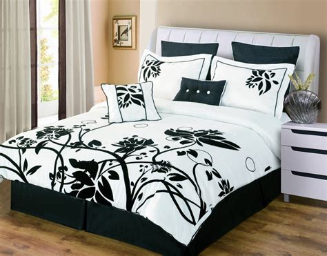 Black And White Bed Comforter Sets Black And White Bedding Sets The Comfortables