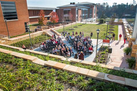 Uva Wise Search Uva Wise Dedicates T Casteen Plaza To Honor College S Greatest Protector