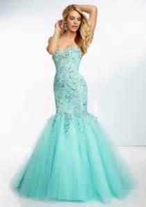 aqua color dress and aqua blue strapless bridesmaid