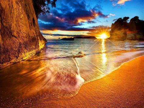 pemandangan matahari terbenam di tepi pantai gambar pemandangan