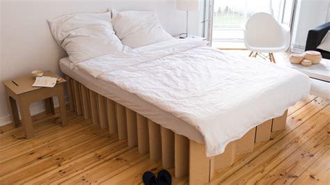 Bett Aus Pappe Selber Bauen by Fluxfm Krautfunding Room In A Box Bett Aus Pappe
