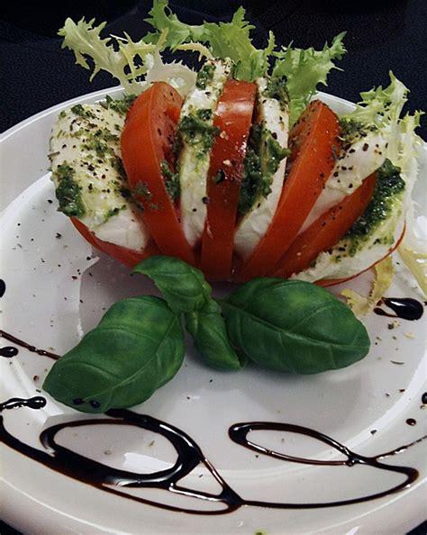 Tomate Mozzarella Schön Anrichten by Tomaten Mozzarella Mit Pesto Und Rucola Rezept Mit Bild