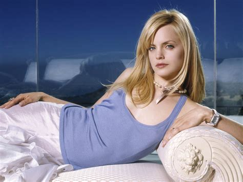 Mena Suvari Pictures by Image Gallary 1 Mena Suvari Beautiful Wallpapers