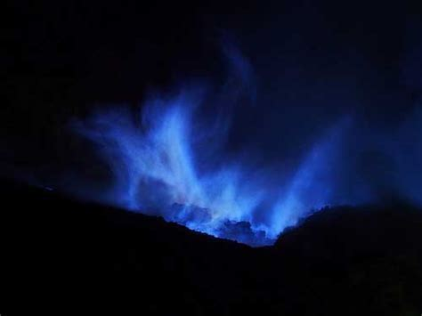 Ijen Crater, East Java : Volcano, Acid Lake and Blue