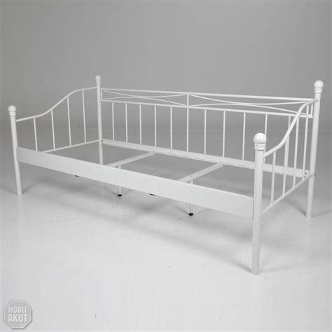 einzelbett metall bett einzelbett bettgestell in metall wei 223