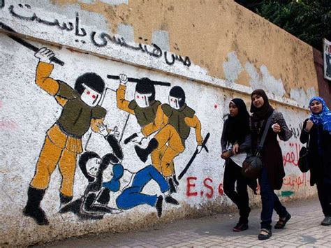 stunning political graffiti   streets  egypt