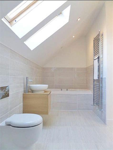 Exceptionnel Salle De Bain Blanche Et Beige #2: jolie-salle-de-bain-sous-pente-de-couleur-taupe-salle-de-bain-beige.jpg