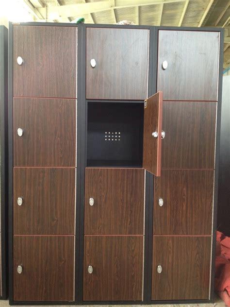 Lemari Loker Kayu gaya kayu loker 12 pintu dengan kait lemari kayu id