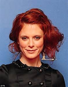 who does emilia fox hair salon emilia fox dyes hair red after split from partner jeremy