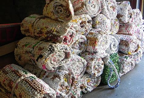 Sleeping Mats Made From Plastic Bags by Diy Crochet Plastic Bags Into Sleeping Mats For The