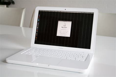 Macbook White macbook 13 inch white with 250gb hdd clickbd