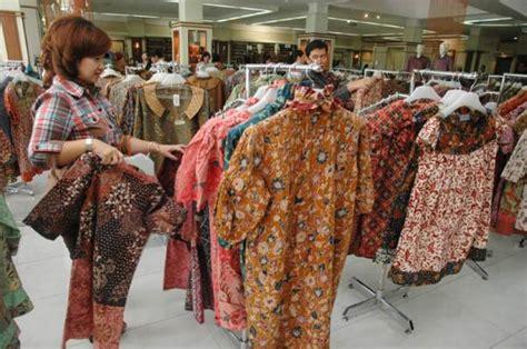 Batik Danar Hadi Diponegoro Surabaya warga surabaya serbu baju batik momen bisnis