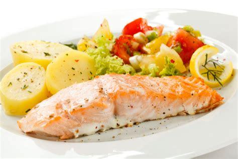 come si cucina il salmone in padella come cucinare il salmone in padella al forno e alla