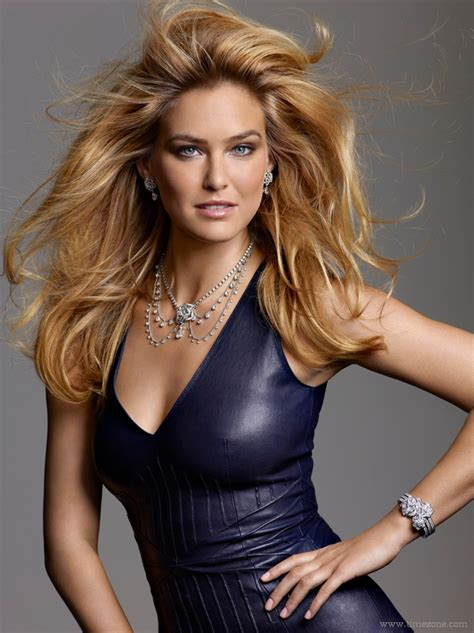 Passion For Luxury : Bar Rafaeli is the new face for Piaget Rose