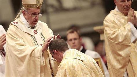 imagenes de obispos arrestan a sacerdote de eu por hacer turismo sexual en