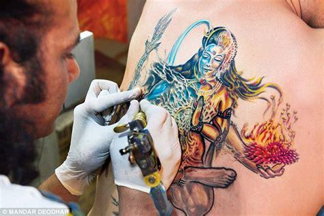 tattoo needle aids medics warn the rising popularity of tattoos is spreading