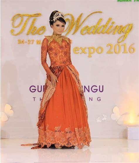 Baju Batik Elegan 22 model baju batik pesta yang elegan dan berkelas