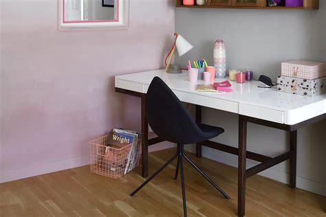 transformer un garage en bureau cuisine moderne blanche et grise avec bar
