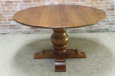 Round Pedestal Table w/Extension   ECustomFinishes