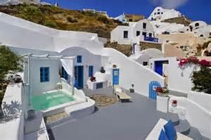 Dream blue villa is a 60 m2 on a 125 m2 plot with 2 large verandahs