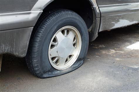The Flat Tire Murders offers to change s flat tire steals purse