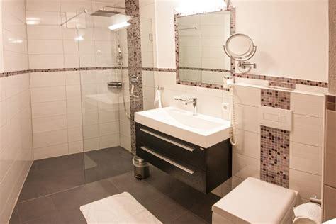 wc mit dusche 2 schlafzimmer ferienwohnung zentral in mayrhofen zillertal