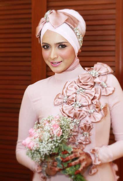 Atasan Wanita Azzurra No 17 jom lihat foto 19 artis wanita bertudung paling cantik di malaysia no 17 belum berpunya lagi