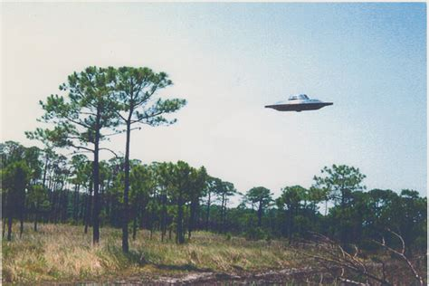 the road to strange ufos aliens and high strangeness books a high resolution ufo photo
