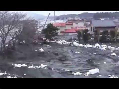 imagenes tsunami en japon impactante maremoto de japon tsunamis maremoto oceans olas