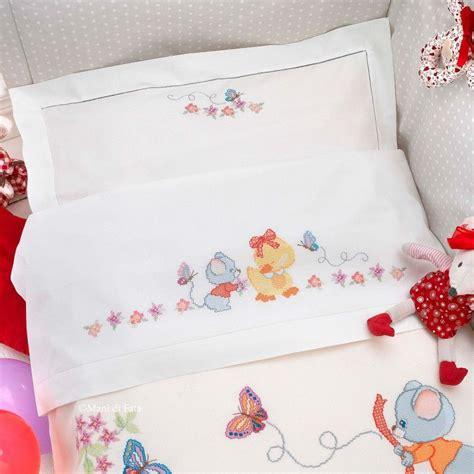 lenzuolino per lenzuolino lettino cotone e schema da ricamare a punto