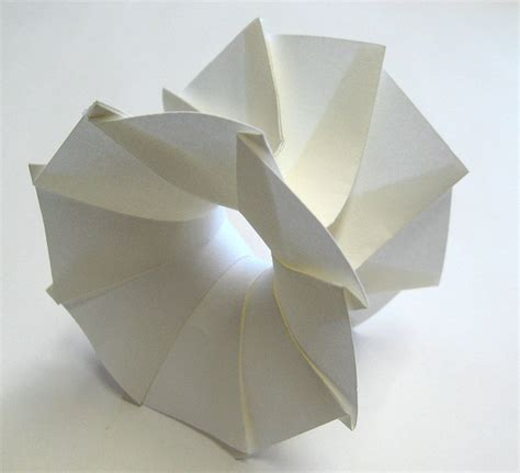 Japanese Paper Folding - hi tech 3d origami by jun mitani spoon tamago