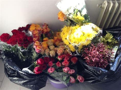 fiori s vendita abusiva di fiori per san valentino multa da 5mila