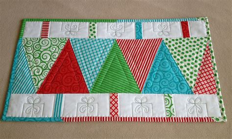 patchwork christmas tree runner pattern quilt small projects on pinterest christmas table