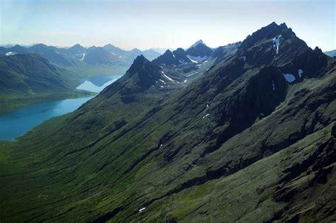 rugged mountain file rugged mountain tops jpg wikimedia commons